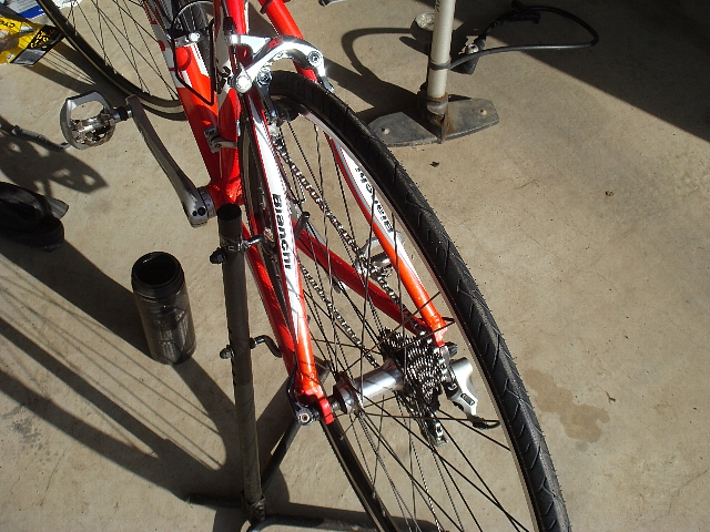 自転車の 自転車ノパンクタイヤ交換 : ... にフロントも交換しました